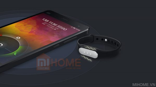 vong tay suc khoe miband 8